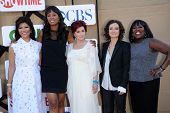 LOS ANGELES - AUG 04:  Julie Chen, Aisha Tyler, Sharon Osbourne, Sara Gilbert & Sheryl  arrives to C