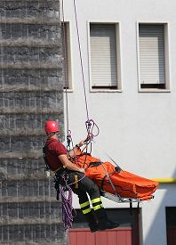 foto of firemen  - Fireman carries the stretcher with the dummy - JPG