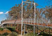 Aussetzung Fußgängerbrücke über eine australische Outback-Fluss