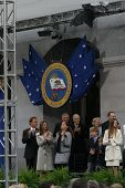 SACRAMENTO - NOV 17: Arnold Schwarzenegger; Maria Shriver; family at the Governor Swearing In Ceremo