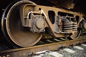 Ruedas de tren oxidado viejo