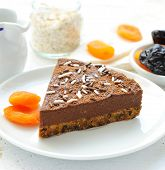 Vegan crude chocolate pie