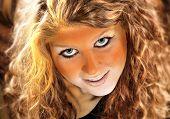 Bodypainted Tiger mädchen portrait
