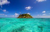 Pequeña isla aislada