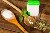 Zero-carb sweetener stevia as powder, tabs and dried leaves