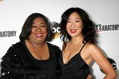 LOS ANGELES - SEP 28:  Shonda Rhimes, Sandra Oh at the Grey's Anatomy 200th Show Party at The Colony