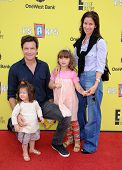 LOS ANGELES - NOV 17:  Jason Bateman, Amanda Anka, Francesca Bateman and Maple Bateman arrives to th