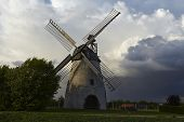 pic of windmills  - The windmill Hille  - JPG