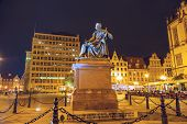 Count Aleksander Fredro Monument, Night View
