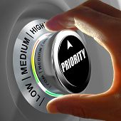 picture of priorities  - Hand rotating a button and selecting the level of priority - JPG