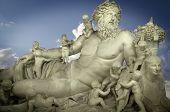 Skulptur des Gottes Zeus und seine Kinder, klassische griechische Kunst