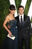 WEST HOLLYWOOD, CA - 26 de fevereiro: Tom Cruise; Katie Holmes na revista Vanity Fair Oscar festa Sunset Tower