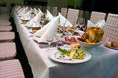 Gastronomie schließen sich der festlichen Tabelle