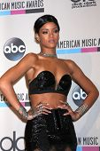 LOS ANGELES - 24 de novembro: Rihanna na sala de imprensa 2013 American Music Awards no Nokia Theater em Nove