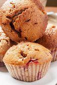 hausgemachte Erdbeer- und Orangen-muffins
