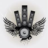 Altavoces con alas sobre fondo grunge