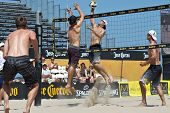 HERMOSA BEACH, CA - 21 de julio: John Hyden, Sean Scott, Stein Metzger y Mark Williams competir en el