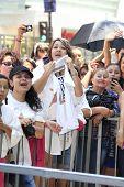 LOS ANGELES -JUL 26: Pepe Aguilar, fãs em uma cerimônia honrando Pepe Aguilar com uma estrela no The Holly