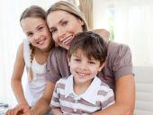 Porträt einer Mutter mit ihren Kindern
