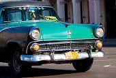 Havanna Januar 11:classic Auto Januar 11,2011 in havana.cubans halten Tausenden von ihnen ausgeführt despit