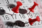 foto of reminder  - Important date or meeting appointment reminder concept thumbtack on calendar - JPG