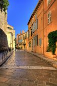 SAINT  TROPEZ - NOV 2008: Shopping street in Saint Trope in Saint Tropez, C�?�´te d'Azur, France,