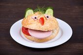 Fun Food For Kids - Hamburger Looks Like A Funny Muzzle
