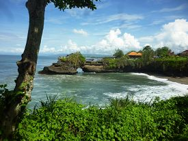picture of tanah  - Indonesian temple in sea - JPG