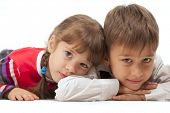 pic of gullible  - Two kids looking at something  - JPG