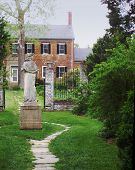 Chatham_Entrance_Statue