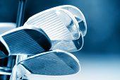 Novos clubes de golfe no tom de cor azul