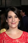 LOS ANGELES - OCT 4:  Melanie Lynskey arrives at the