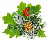 Neujahr-Komposition mit Ilex, Tanne, Beeren und Perlen, isolated on white