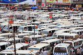 Chaotische Kampala Uganda öffentlichen Busstation