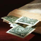 Постер, плакат: Старые бумажные деньги и старения книга