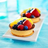 fruit tart with extreme selective focus