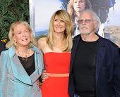 LOS ANGELES - NOV 19:  Laura Dern, Diane Ladd & Bruce Dern arrives to the
