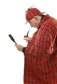 Detective Sherlock Holmes investigar con lupa