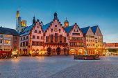 Centro histórico de Frankfurt ao entardecer
