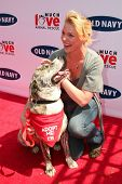 BEVERLY HILLS - APRIL 29: Katherine Heigl at the Old Navy Nationwide Search for a New Canine Mascot