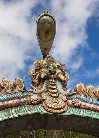 pic of meenakshi  - Colorful tower of Meenakshi Amman Temple in India - JPG