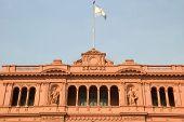 Famoso balcón de la Casa Rosada en Argentina
