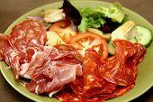 Plato de carne fría con Antipasto