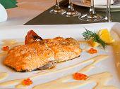 Lachs mit Kaviarsoße