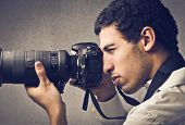 pic of mulatto  - Mulatto man using a professional camera - JPG