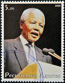 Abjasia - alrededor del año 2000: Sello impreso en Abjasia muestra retrato Nelson Rolihlahla Mandela alrededor de 200
