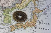 Japón en el mapa Vintage y vieja moneda