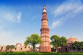 picture of qutub minar  - qutub minar tower in new delhi india - JPG