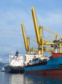 Container Ship an cranes