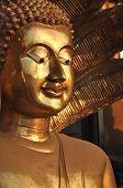 Buda cara latón seno